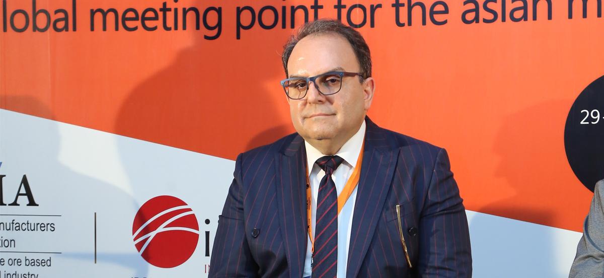 انتقاد تحلیلگر ارشد بازارهای بینالمللی سنگآهن و فولاد از ضربه دولت به بورس صنایع معدنی؛ مانعتراشی صادراتی